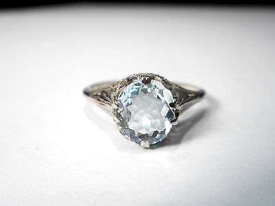 10CT WHITE GOLD AQUAMARINE VINTAGE RING ... (ring size R)