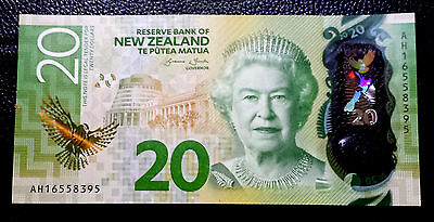 ***New Zealand Clean circulated  20 Dollar banknote paper money***