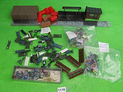 Vintage hornby ? etc mixed lot people bikes benches etc OO model railway 1116