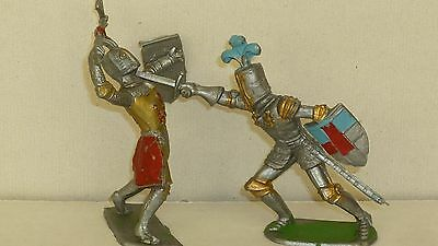 2 Vintage Cherilea plastic foot knights  in 60mm scale