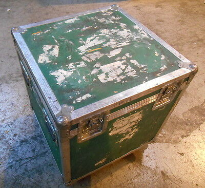 "HEAVY DUTY CASE 29"" X 24"" X 24"" with 4 Caster WHEELS"