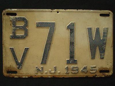 1945 New Jersey License Plate BV 71W