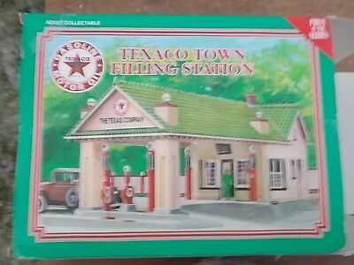 New/boxed - Texaco Town Filling Station