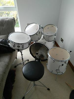 Mapex Horizon drum set - Snow White colour with hardware for cymbals