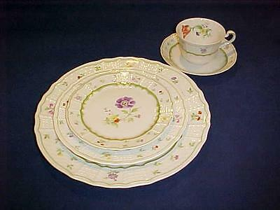 Heinrich Germany CHAMBORD Floral Bone China 5 PC PLACE SETTING - NICE !