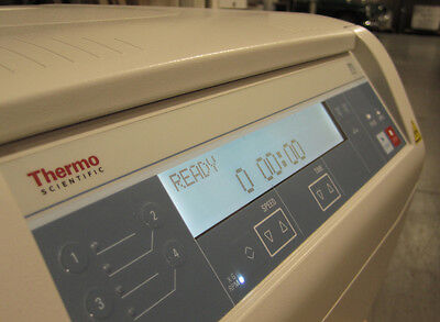 Thermo Scientific Sorvall ST8 Small Benchtop Centrifuge Zentrifuge / €1500 Net