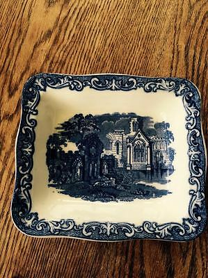 Antique vintage George Jones Abbey 1790 Blue and white Shredded Wheat dish bowl.