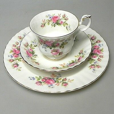 "Royal Albert ""Moss Rose"" Gedeck Teller Tasse Unterteller Top-Neuzustand"