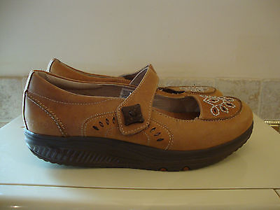 Sketchers 6.5 Tan Leather Shape-ups Shoes Mary Janes MBT VGC