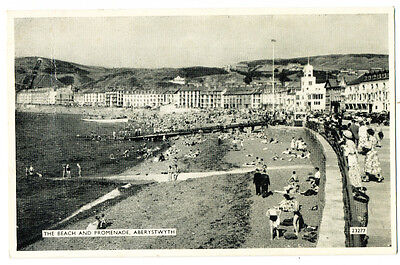 Vintage postcard The Beach and Promenade, Aberystwyth, Wales. 23277