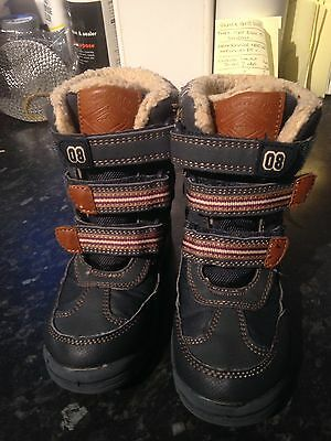 Unisex Snow Boots Size 10 Very Good Condition