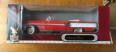 Die Cast Metal, Collectible, Road Tough 1/18 Scale  1958 Convertible Nib