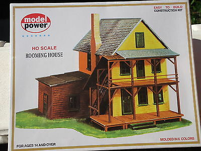 Model Power  Rooming House Building KIT HO Scale (1:87)