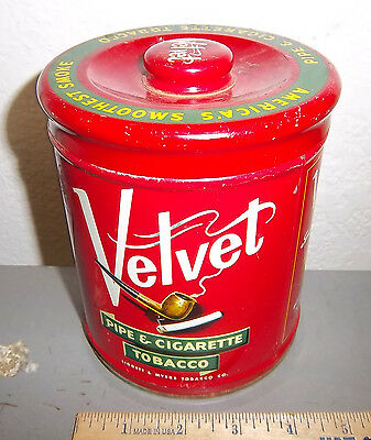 VINTAGE Velvet Pipe & cigarette tobacco tin, great graphics & colors, with lid