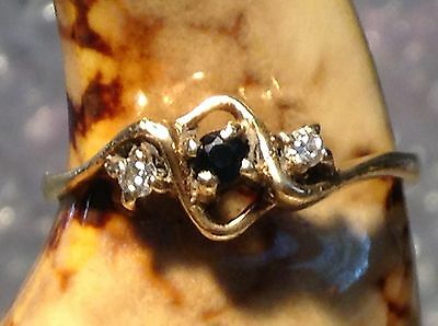 VINTAGE 9ct GOLD 3 STONE DIAMOND AND SAPPHIRE RING - SIZE N