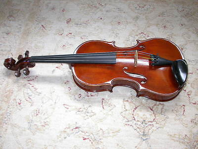 Viola by Anthony Nickolds in excellent condition; 15.5 in