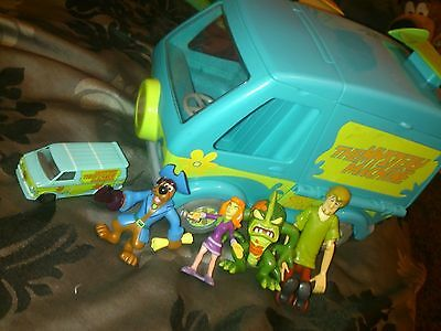 Scooby Doo Mystery Machine With Figures Shaggy Scooby Monsters And More