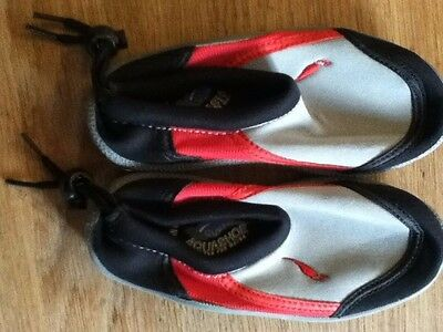EXCELLENT CONDITION AQUASHOE in ocean red (Size )