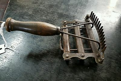 Antique Curry Comb Brush Timber Handle Great Condition