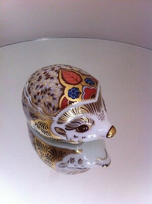 Royal Crown Derby - Bramble Hedgehog paperweight - gold stopper