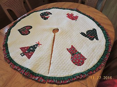 """White Quilted Round Tree Skirt w Appliqued  Animals & Tree ~ 44"""" Round Lined"""