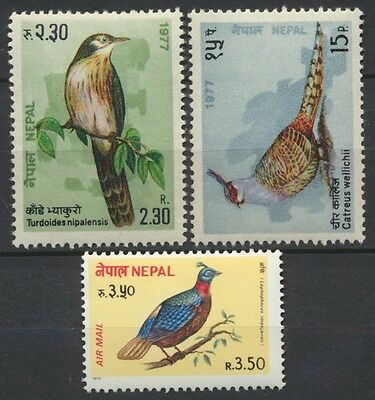 """No: 47250 - NEPAL - """"BIRDS"""" - LOT OF 3 OLD STAMPS - MNH!"""