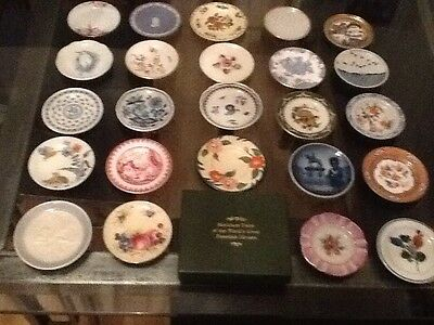 24 X Franklin Mint Miniature Plates of the world with Certificates.