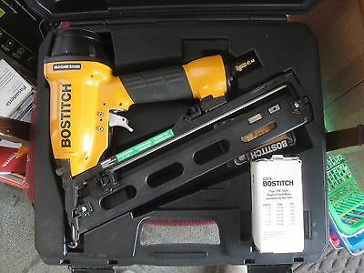 Bostitch N62FN Angled Air Pneumatic Finish Nailer 15 gauge  2t