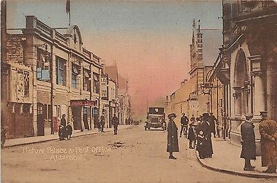 POSTCARD   HAMPSHIRE   ALDERSHOT  Picture palace and Post  Office