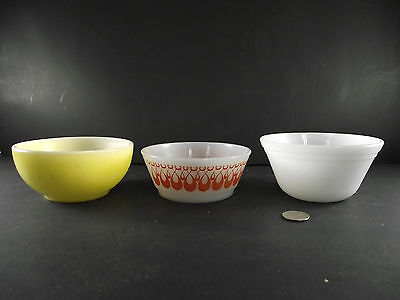 3 Lot Orange And Yellow Fire King , White Federal Cereal Mixing Chili Bowls