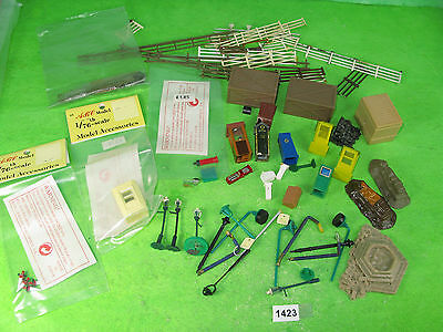 Vintage ABC & mixed maker etc mixed lot seats cubicle 4mm OO model railway 1423
