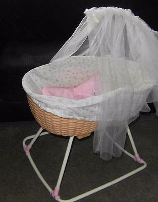 Beautiful baby annabell rocking musical crib cot with drapes & blanket