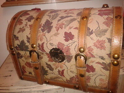 old chest  used as a sewing box for years and year,s please read  stunning