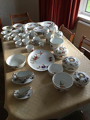 ROYAL WORCESTER FINE PORCELAIN OVEN TABLEWARE EVESHAM APPROX 50 Pieces