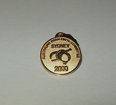 AUSTRALIAN PARALYMPIC COMMITTEE SYDNEY 2000 GOLD-tone PIN 18mm