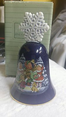 Collectible 1987 Avon Christmas SNOWFLAKE CAROLERS Porcelain Bell IN ORIG BOX