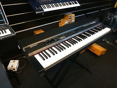 Roland Rd-200 16-Voice 76-Key Electric Stage Piano Electronic Keyboard