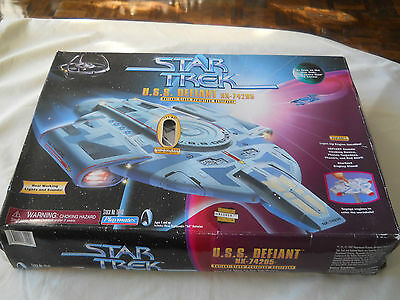 Star Trek U.S.S. Defiant NX-74205 Valiant-class Prototype Destroyer Playmates