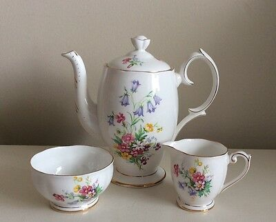 Pretty Vintage Queen Anne Old Country Spray China Coffee Pot Sugar Bowl & Jug