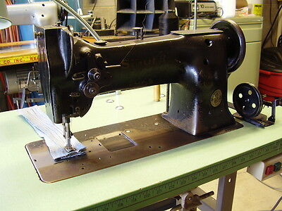 Singer 111W153 Walking Foot with table and motor