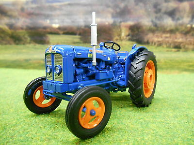 Universal Hobbies Fordson Super Major 1/32 4881 Brand New
