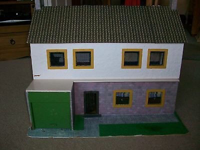 Vintage Dolls House (In Need Of Refurbishment)