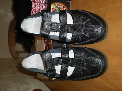 Ladies Black  Leather Shoes/Sandels .Size 8EEE