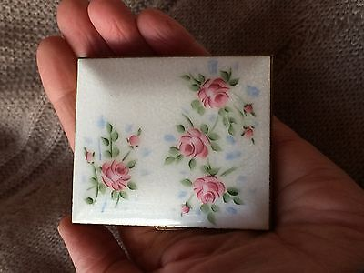 Vintage Ladies Compact White Enamel Pink Rosebuds Roses Unmarked Lovely
