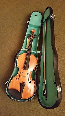 Violin. 4/4 (full size). New. Plus bow and case. Locto