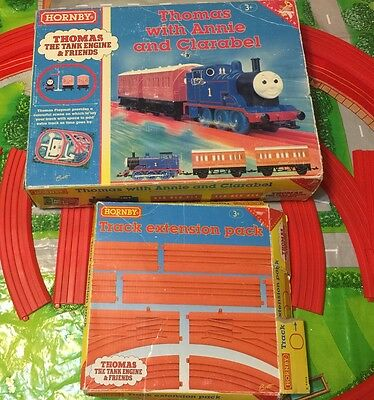 Hornby Thomas The Tank Engine & Friends Thomas With Annie And Clarabel Playtrain