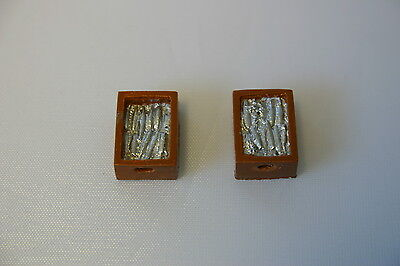 Trackside Models resin cast fish crates with fish detail. Pack of 10. O gauge.