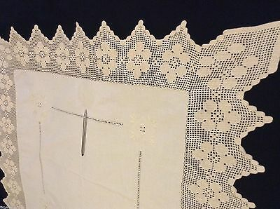 Hardly used WIDE CROCHET BORDER TABLECLOTH 34x33.5in Embroidery & Openwork
