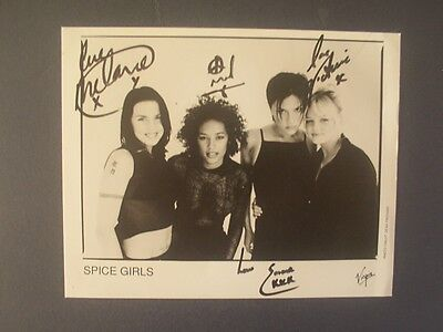 THE SPICE GIRLS (  MINUS GERI ) SIGNED 8 x 10 BLACK & WHITE MUSIC PHOTO