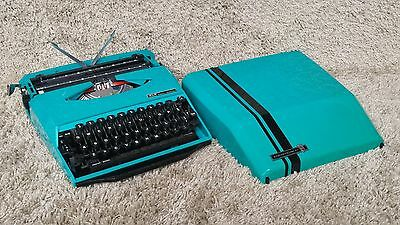 Smith-Corona GT   Design by Ghia   Portable Typewriter   Made in England (uk)